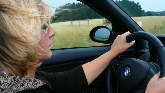 woman-in-a-car-glastory